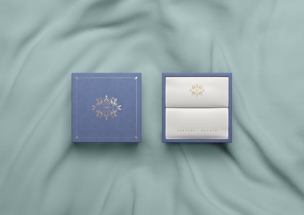 Bovenaanzicht blauwe doos op zijde stof Gratis Psd