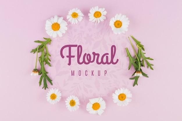 Bovenaanzicht bloemen en bladeren mock-up Gratis Psd