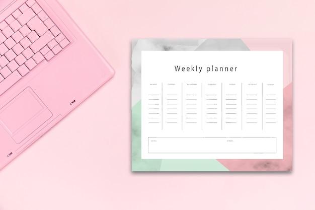 Bovenaanzicht bureau concept met mock-up planner Gratis Psd