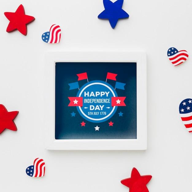 Bovenaanzicht gelukkig onafhankelijkheidsdag frame met mock-up Gratis Psd