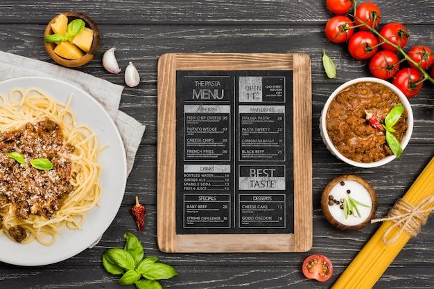 Bovenaanzicht groenten en pasta arrangement Premium Psd