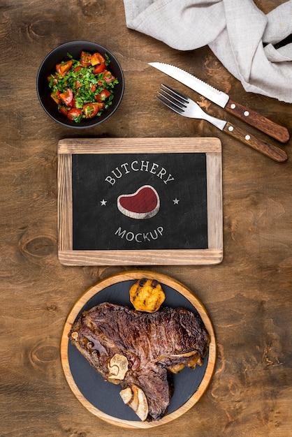 Bovenaanzicht heerlijk gekookt vlees Gratis Psd
