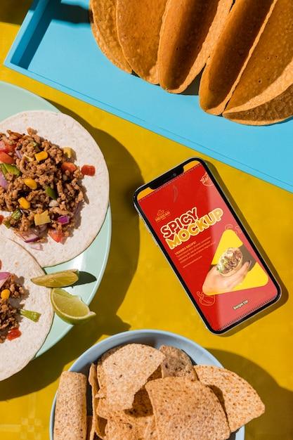 Bovenaanzicht heerlijke taco's op plaatmodel Gratis Psd