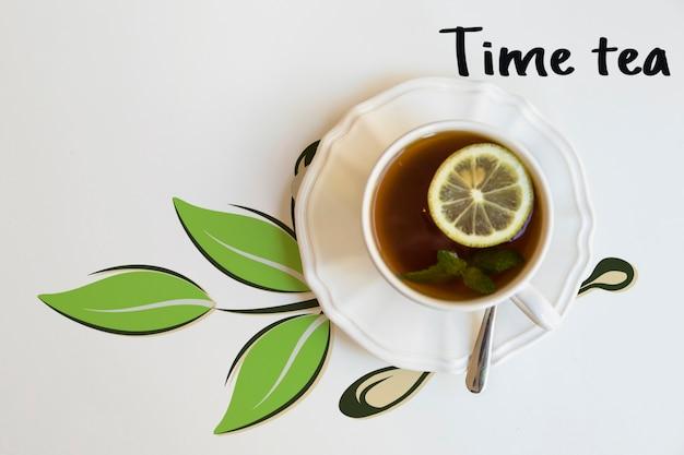 Bovenaanzicht kopje thee met limoen Gratis Psd