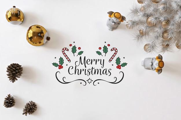 Bovenaanzicht merry christmas op witte mockup met kerstversiering Premium Psd