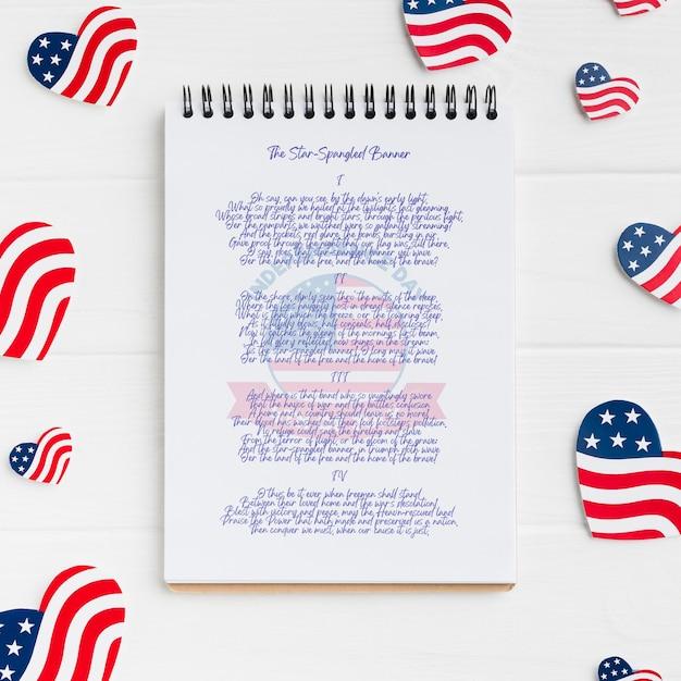 Bovenaanzicht onafhankelijkheidsdag concept met mock-up Gratis Psd