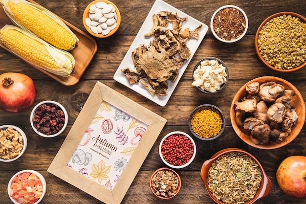 Bovenaanzicht regeling van heerlijke herfst eten Gratis Psd