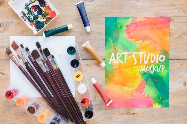 Bovenaanzicht schilderij aquarellen en penselen Gratis Psd