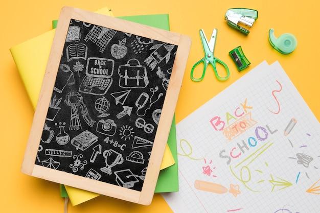 Bovenaanzicht terug naar school met schoolbord Gratis Psd