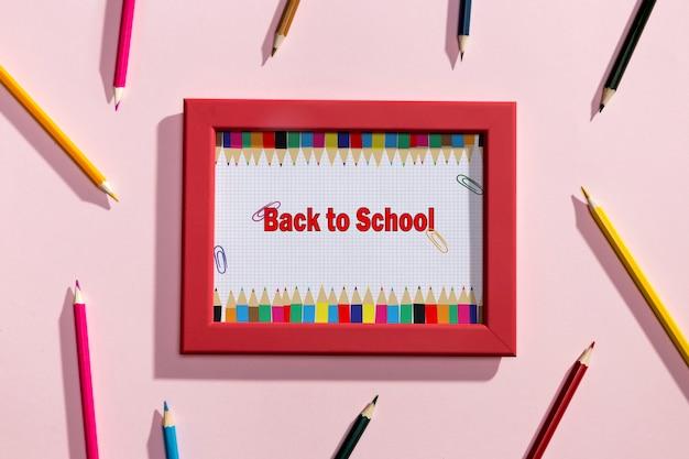 Bovenaanzicht terug naar school rood kader Gratis Psd