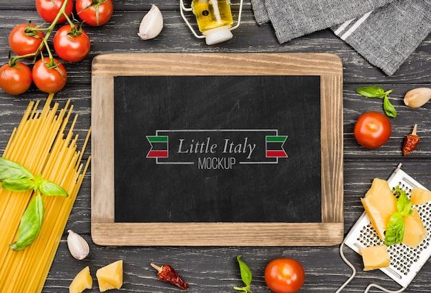 Bovenaanzicht tomaten en pasta assortiment Gratis Psd