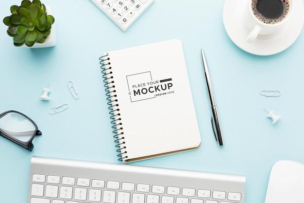Bovenaanzicht van bureau concept mock-up Premium Psd