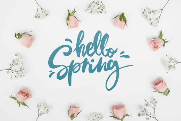 Bovenaanzicht van de lente rozen met andere bloemen Gratis Psd