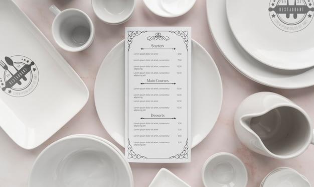 Bovenaanzicht van eenvoudige witte gerechten Gratis Psd