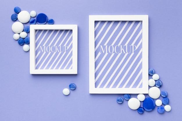 Bovenaanzicht van mock-up frames met decor Gratis Psd