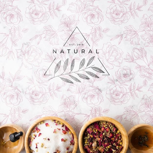 Bovenaanzicht van natuurlijke huidverzorgingsproducten Gratis Psd