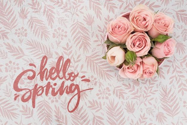 Bovenaanzicht van roze lente rozen Gratis Psd