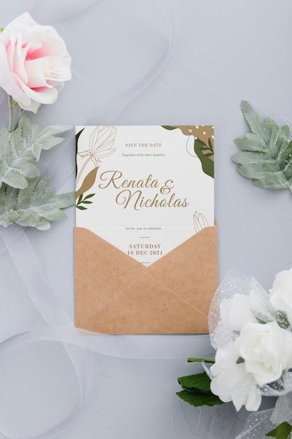 Bruiloft uitnodiging met bladeren mock-up Gratis Psd