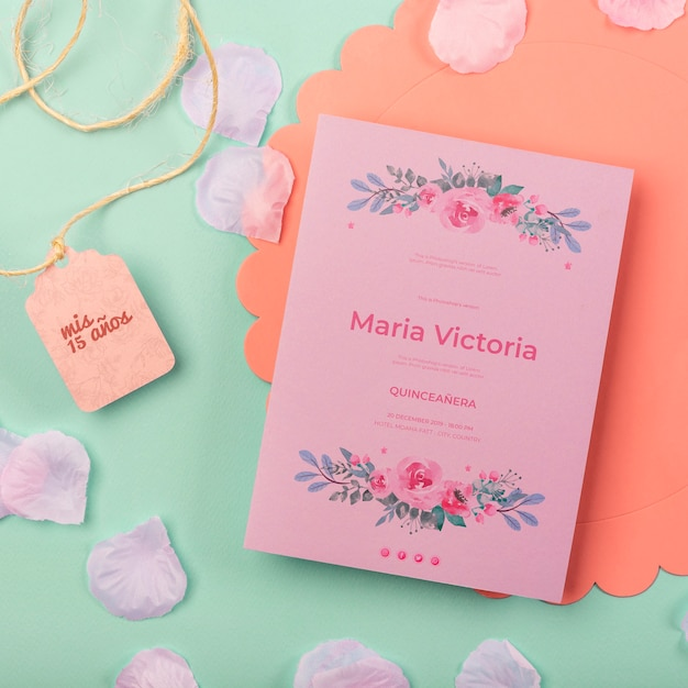 Carino quindici compleanno invito e petali Psd Gratuite