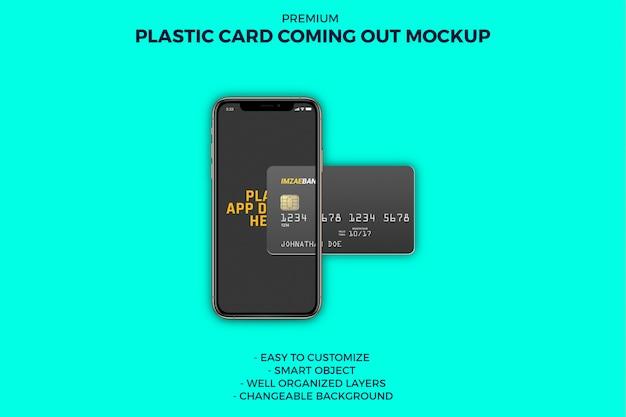 Carta di plastica che esce da smartphone mockup Psd Premium