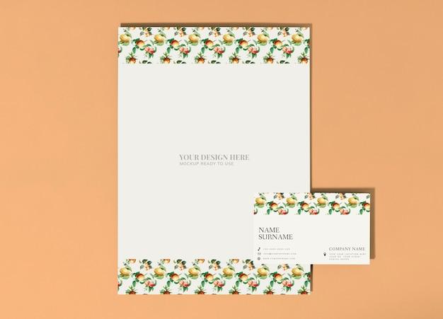 Cartel de frutas vintage y maqueta de tarjeta de visita PSD gratuito