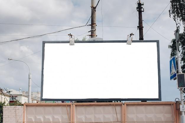 Cartellone con superficie vuota per la pubblicità Psd Gratuite