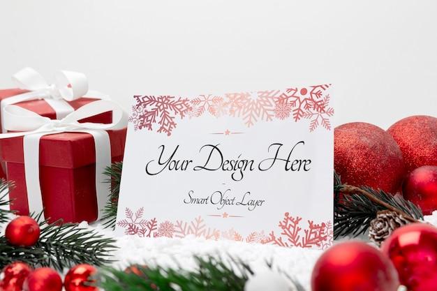 Cartolina d'auguri in bianco di feste di natale su un bianco Psd Premium