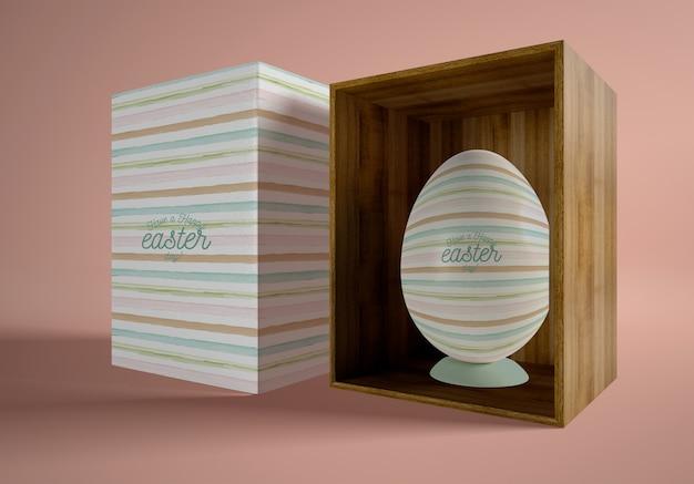 Cartoon en houten doos met paasei Gratis Psd