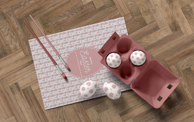 Cassaforma con uova e strumenti di pittura Psd Gratuite