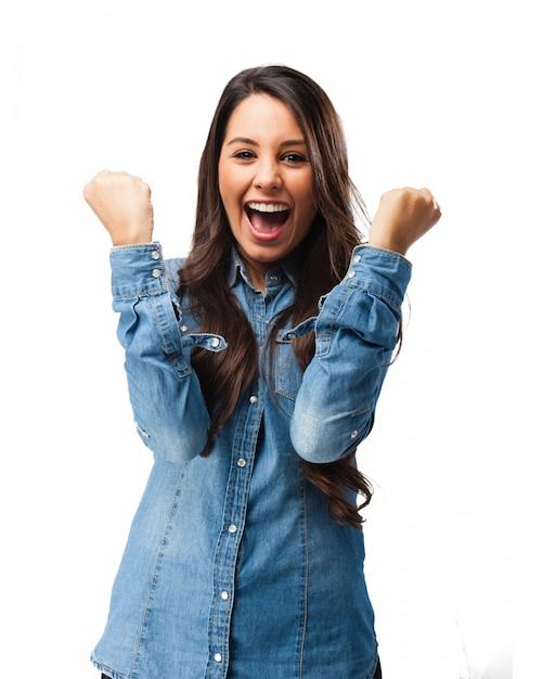Chica celebrando su felicidad PSD gratuito