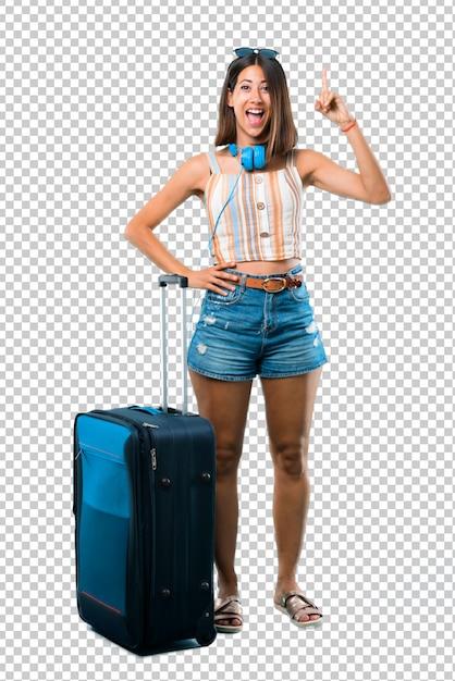 Chica viajando con su maleta de pie y pensando en una idea apuntando el dedo hacia arriba PSD Premium