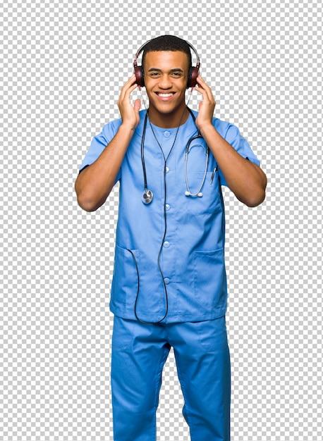 Chirurg arts man luisteren naar muziek met een koptelefoon Premium Psd