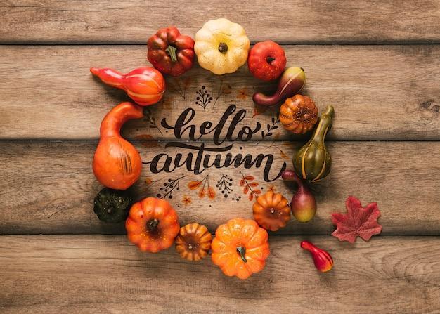 Ciao autunno mock-up circondato da decorazioni naturali Psd Gratuite