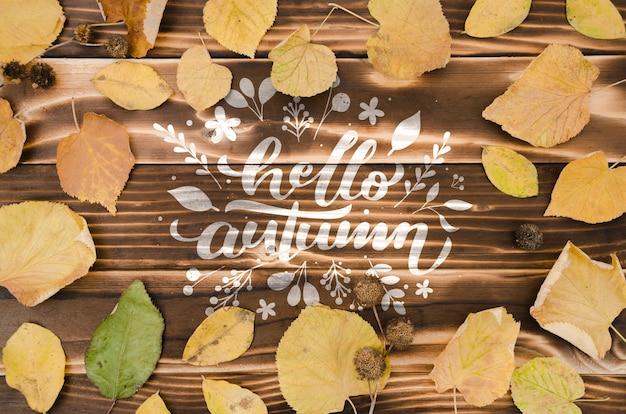 Ciao concetto di autunno circondato da foglie secche Psd Gratuite