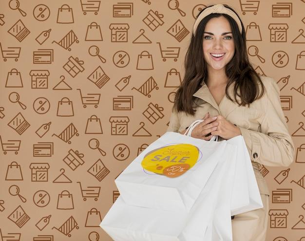 Cliente mujer feliz desde tiempo de compras PSD gratuito