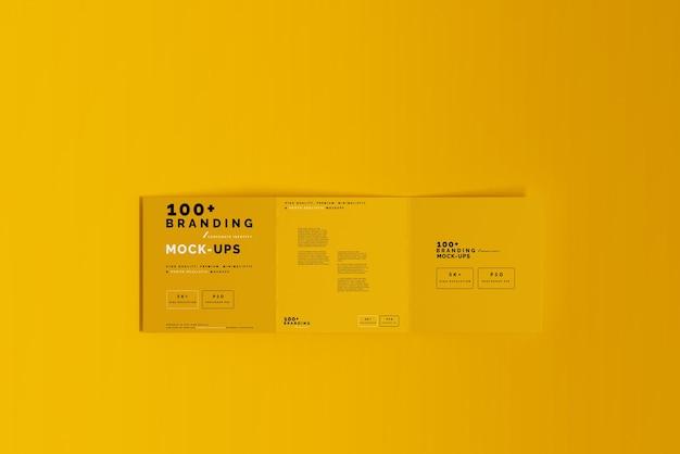 Close-up op verpakking van tri fold square brochure mockup Premium Psd