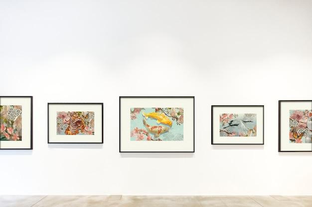Collezione di opere d'arte su un muro Psd Gratuite