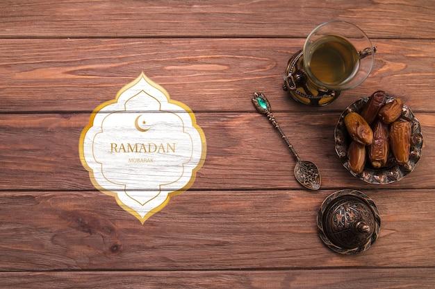 Composición flat lay de ramadán con copyspace PSD gratuito
