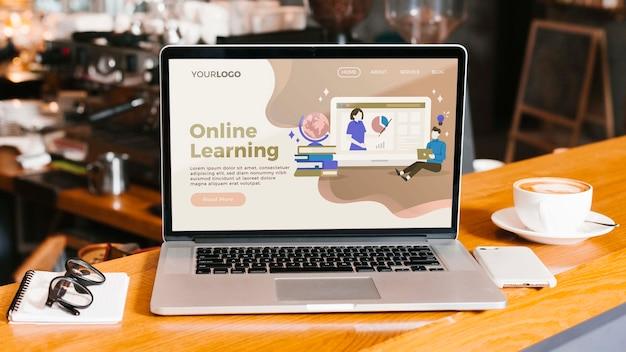 Computer portatile del primo piano con la pagina di destinazione di apprendimento online Psd Gratuite
