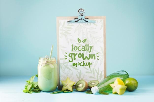 Concept mock-up voor sap en smoothie Gratis Psd