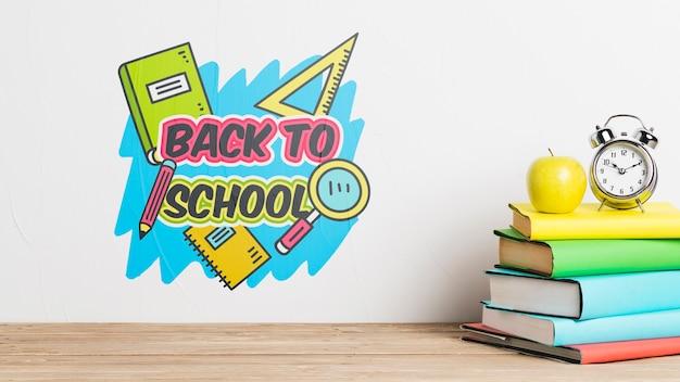 Concepto de regreso a la escuela con una pila de libros PSD gratuito