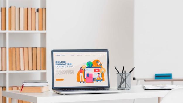Concetto di apprendimento online con dispositivo Psd Gratuite