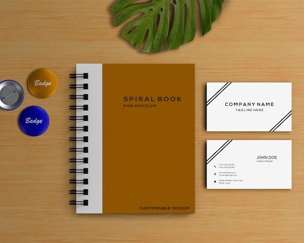 Concetto di cancelleria con mockup del libro a spirale Psd Gratuite