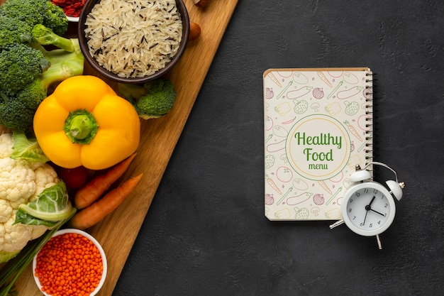 Concetto di gestione del tempo piatto laico per la dieta Psd Gratuite