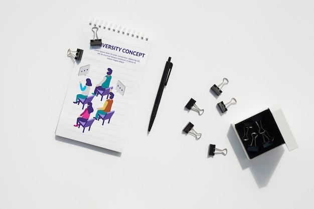 Concetto di scrivania con strumenti mock-up Psd Gratuite