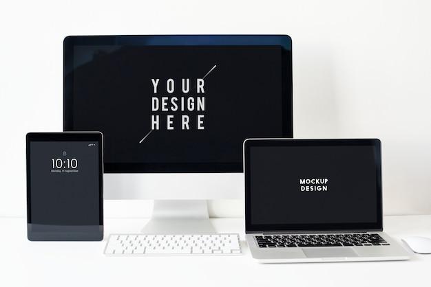 Conjunto de maqueta de pantalla de dispositivos digitales. PSD gratuito