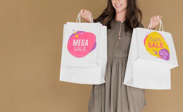 Copia-spazio donna con borse della spesa Psd Gratuite