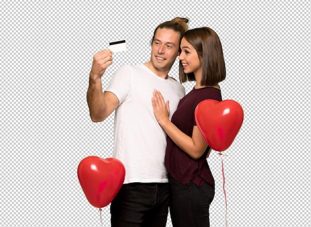 Coppia in giorno di san valentino in possesso di una carta di credito e il pensiero Psd Premium