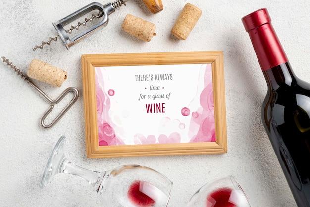 Cornice con bottiglia di vino Psd Gratuite