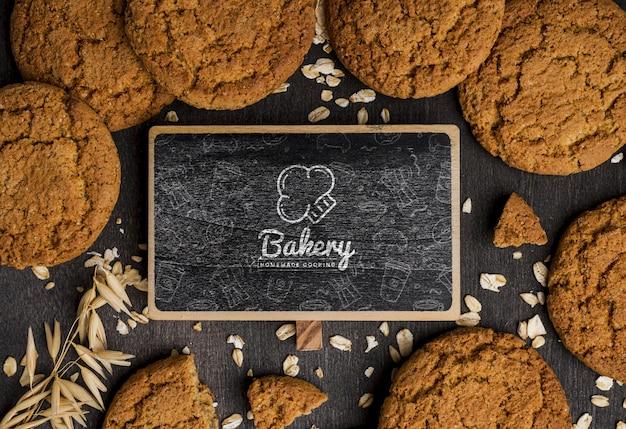 Cornice di biscotti sul tavolo Psd Gratuite
